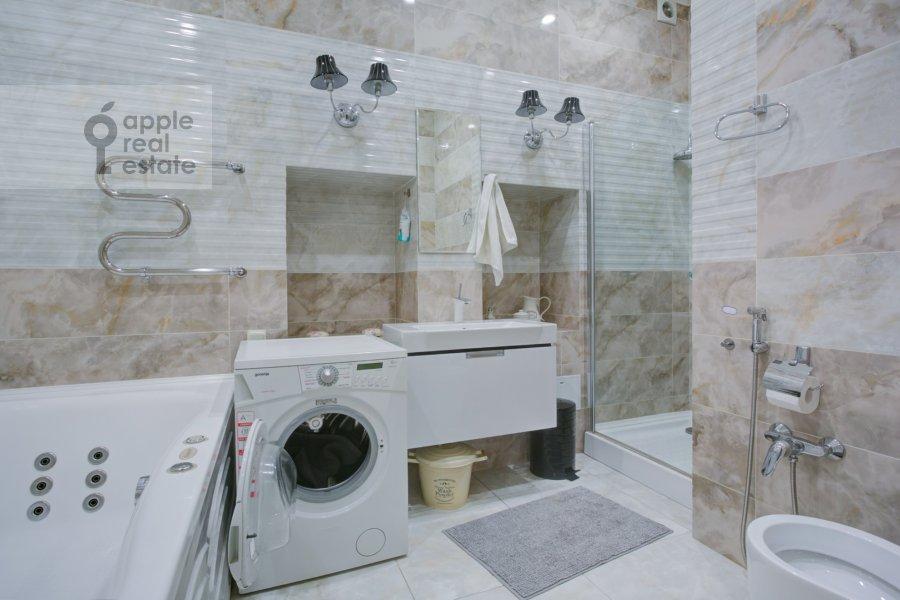 Санузел в 5-комнатной квартире по адресу Садовая-Черногрязская ул. 3Бс1
