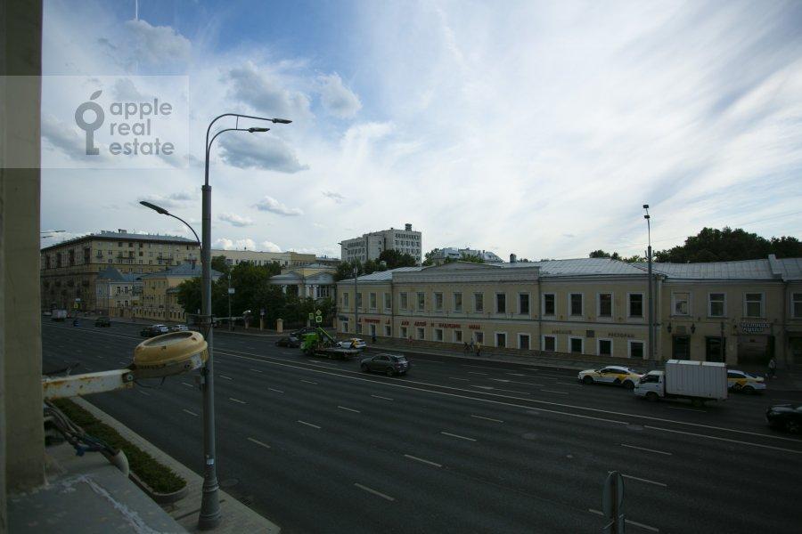 Вид из окна в 5-комнатной квартире по адресу Садовая-Черногрязская ул. 3Бс1