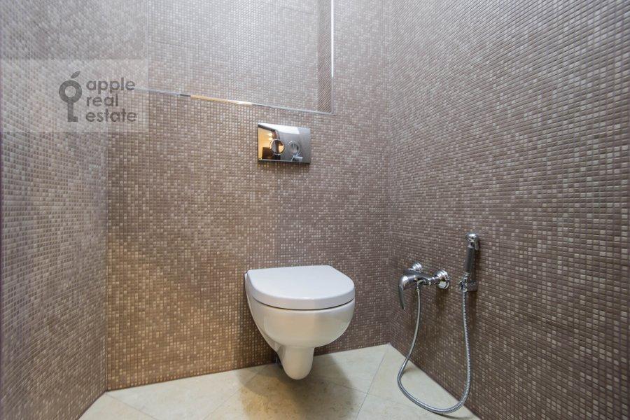 Bathroom of the 3-room apartment at Lyusinovskiy 3-y per. 1S1