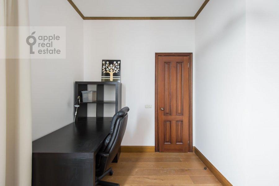 Детская комната / Кабинет в 3-комнатной квартире по адресу Авиационная ул. 79к3