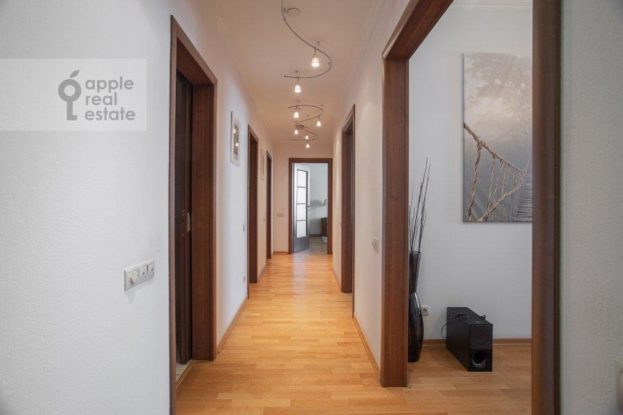 Corridor of the 3-room apartment at Mosfil'movskaya ul. 70k2