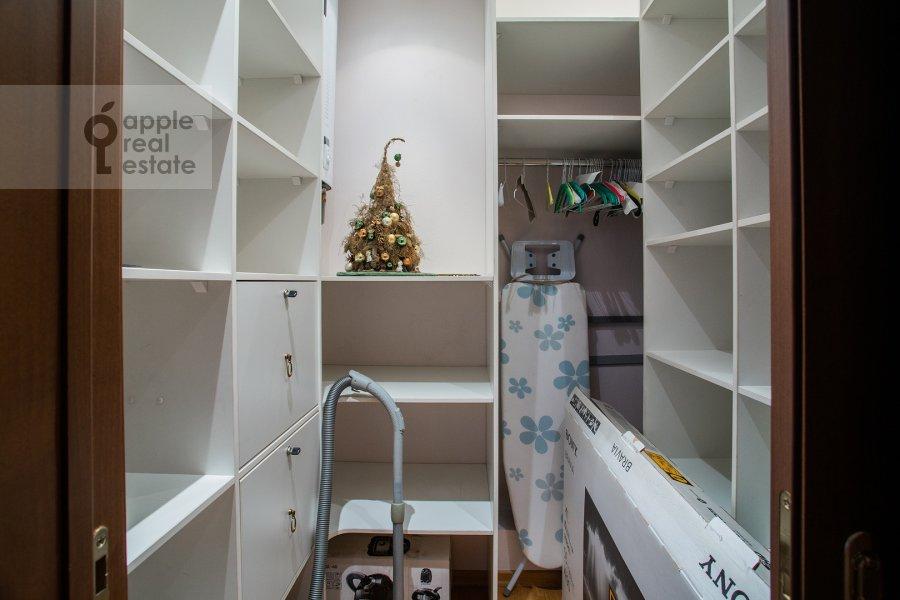 Walk-in closet / Laundry room / Storage room of the 3-room apartment at Mosfil'movskaya ul. 70k2