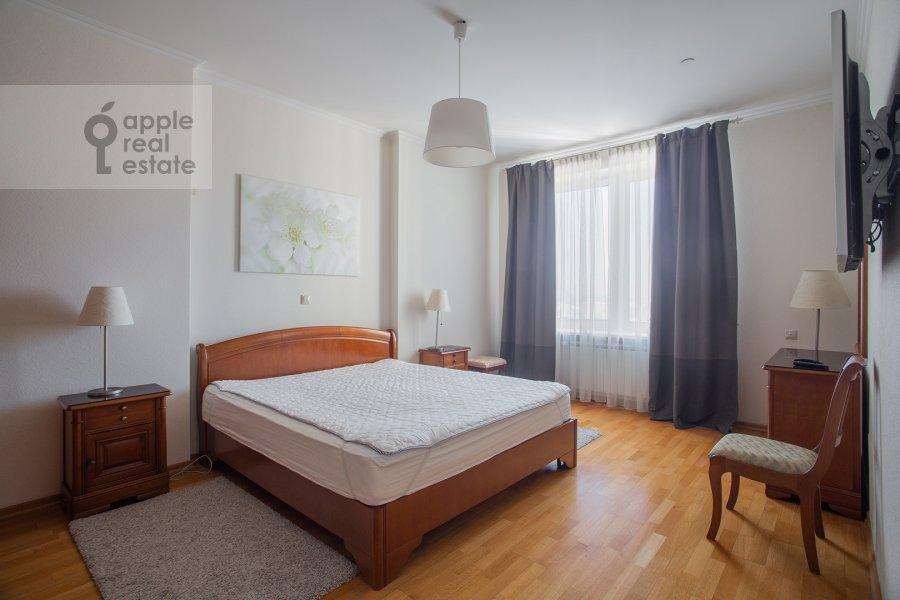 Bedroom of the 3-room apartment at Mosfil'movskaya ul. 70k2