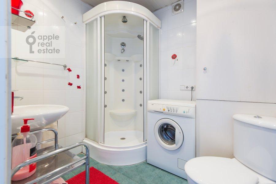 Bathroom of the 2-room apartment at Monetchikovskiy 3-y per. 17