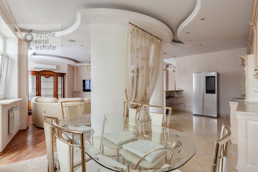 Кухня в 5-комнатной квартире по адресу Ландышевая ул. 14к3