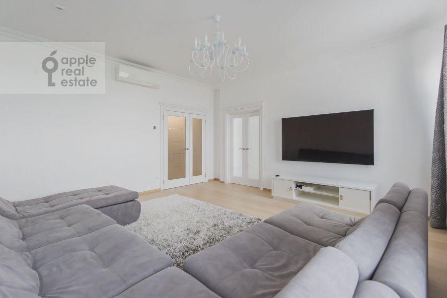 Living room of the 4-room apartment at Marshala Zhukova pr-t. 78