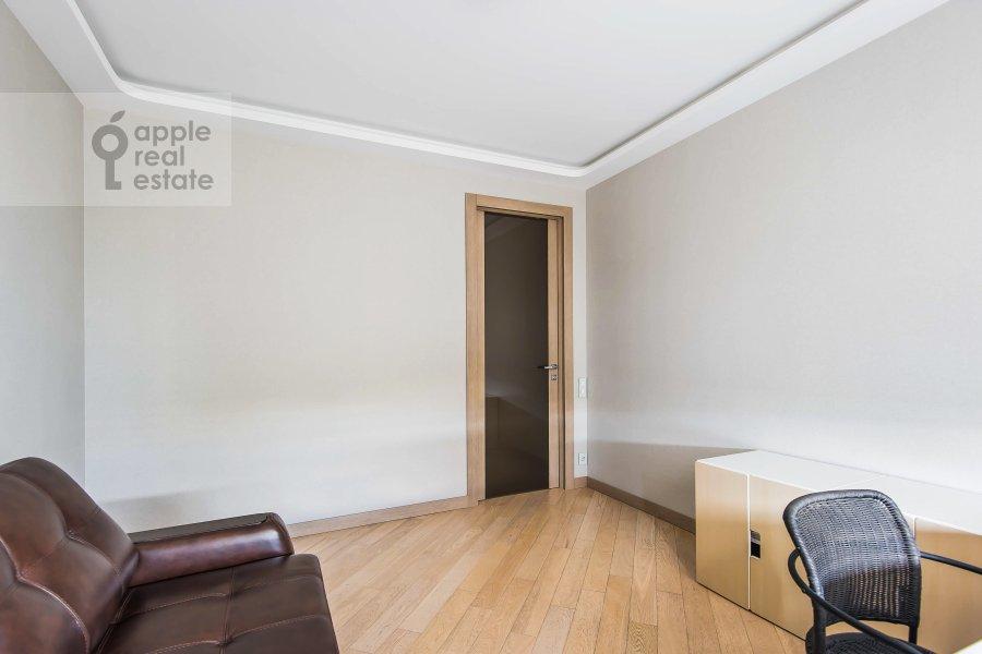 Children's room / Cabinet of the 3-room apartment at Vavilova ul. 2