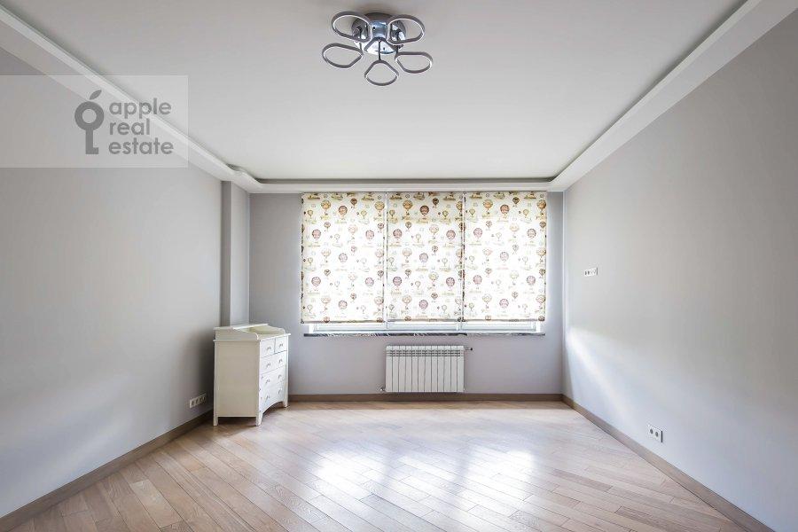 Bedroom of the 3-room apartment at Vavilova ul. 2