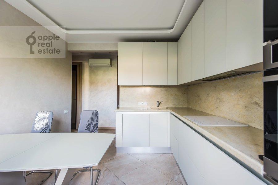 Kitchen of the 3-room apartment at Vavilova ul. 2