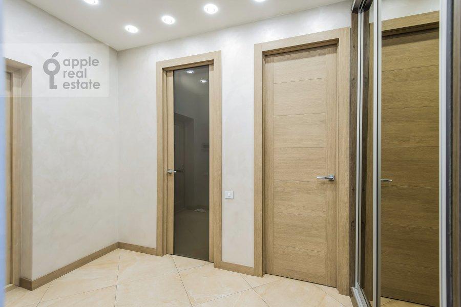 Corridor of the 3-room apartment at Vavilova ul. 2