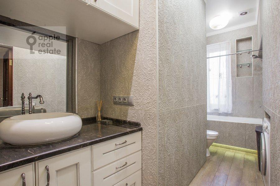 Bathroom of the 5-room apartment at Krasina ul. 7s1