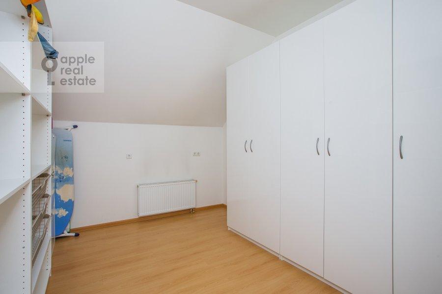 Гардеробная комната / Постирочная комната / Кладовая комната в 4-комнатной квартире по адресу Петровский переулок 5с9