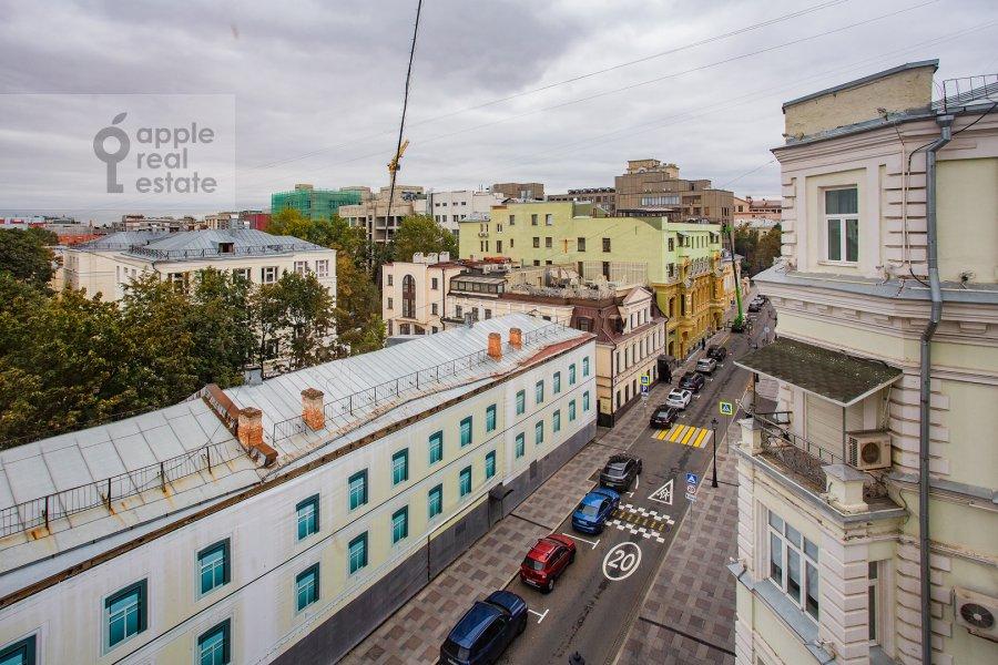 Вид из окна в 4-комнатной квартире по адресу Петровский переулок 5с9