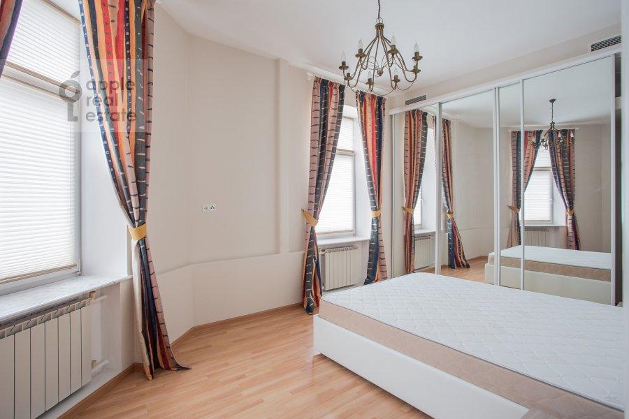 Спальня в 4-комнатной квартире по адресу Петровский переулок 5с9