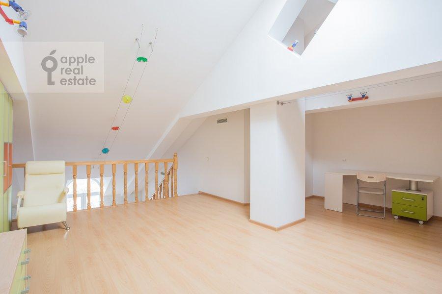 Детская комната / Кабинет в 4-комнатной квартире по адресу Петровский переулок 5с9