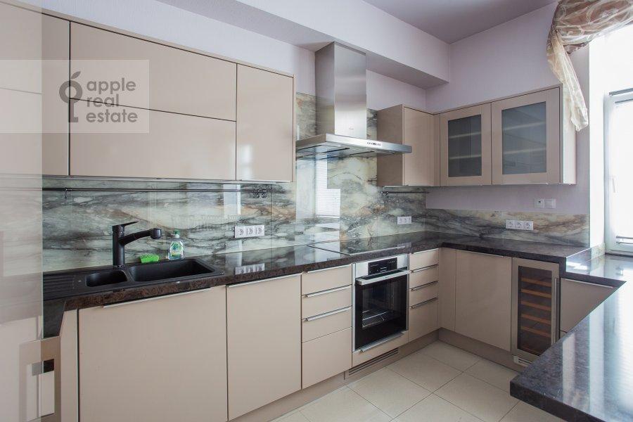 Кухня в 4-комнатной квартире по адресу Петровский переулок 5с9