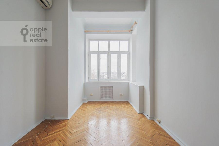 Bedroom of the 5-room apartment at Serafimovicha ul. 2