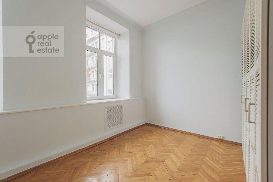 Walk-in closet / Laundry room / Storage room of the 5-room apartment at Serafimovicha ul. 2