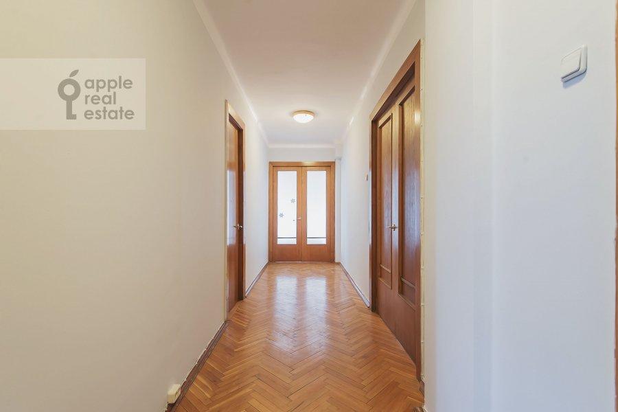 Corridor of the 5-room apartment at Serafimovicha ul. 2