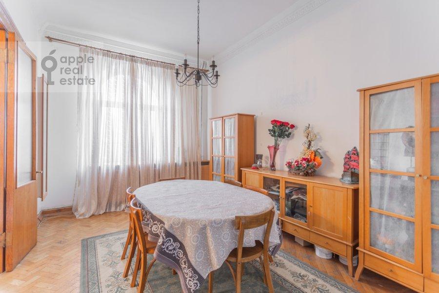 Living room of the 4-room apartment at Smolenskaya nab. 5/13