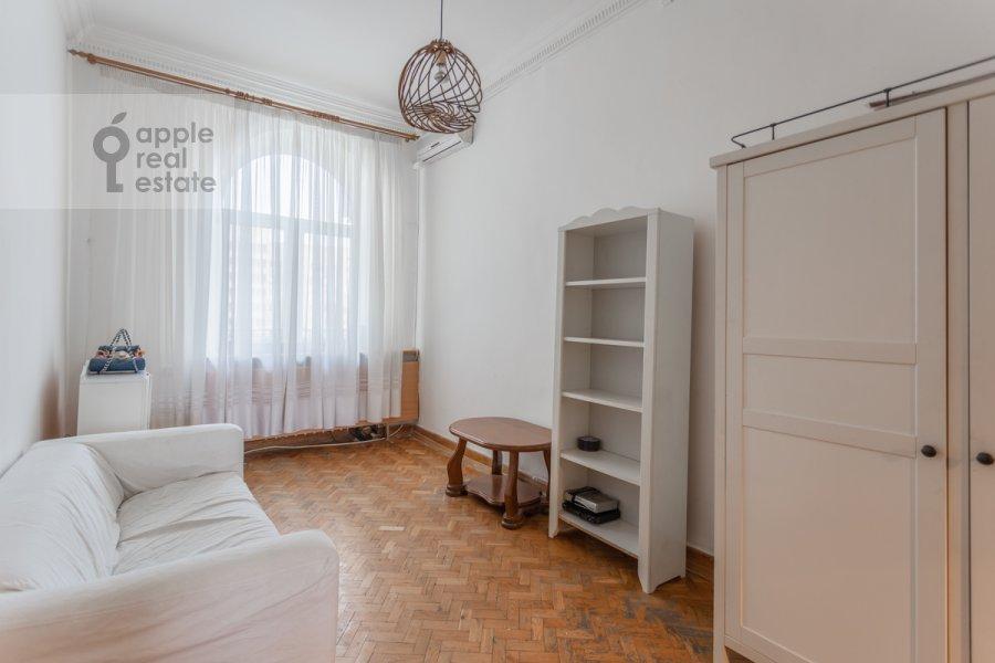 Children's room / Cabinet of the 4-room apartment at Smolenskaya nab. 5/13