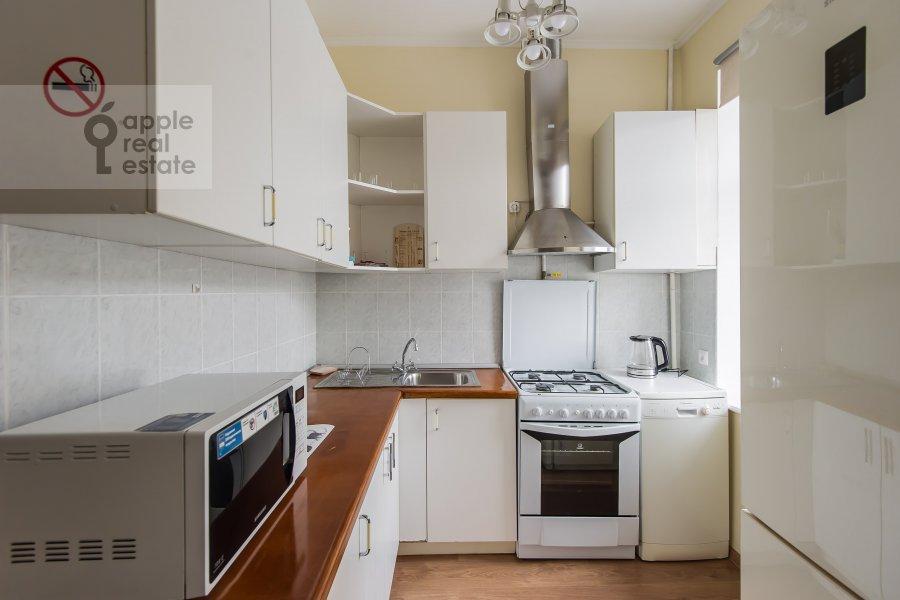 Кухня в 3-комнатной квартире по адресу Новинский бульв. 1/2
