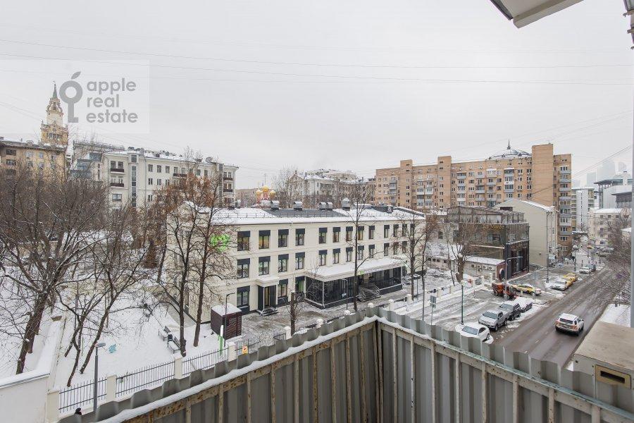 Вид из окна в 3-комнатной квартире по адресу Новинский бульв. 1/2