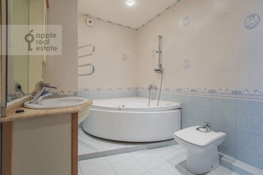 Bathroom of the 3-room apartment at 2-y Polevoy per. 2k3