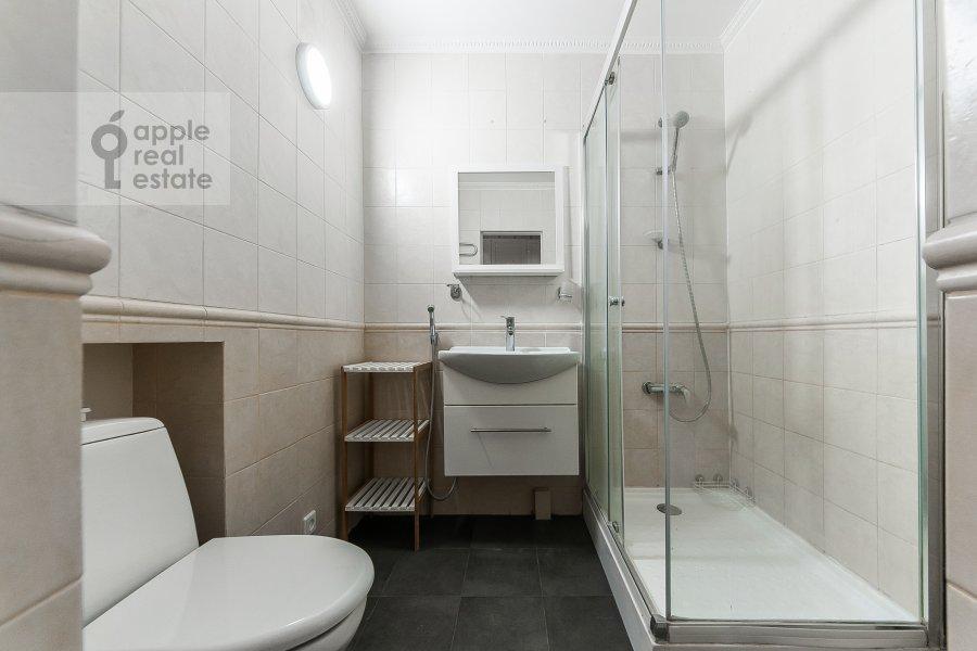 Санузел в 3-комнатной квартире по адресу Малый Козихинский пер. 12