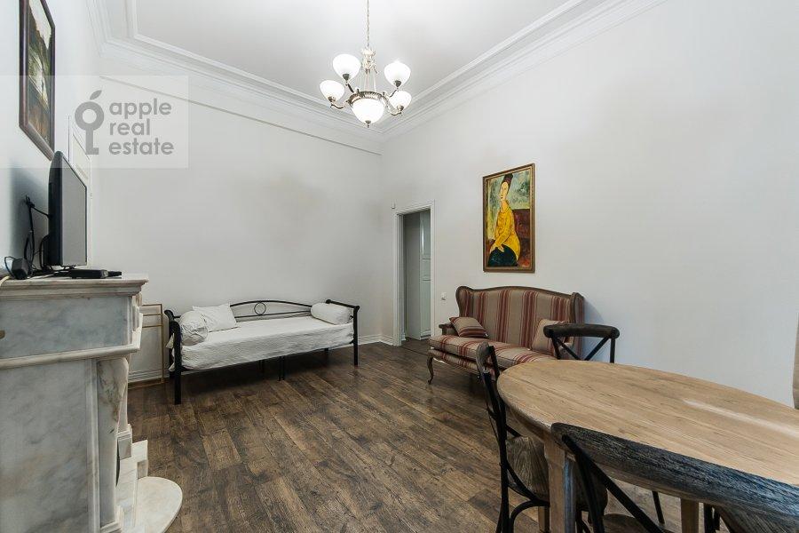 Гостиная в 3-комнатной квартире по адресу Малый Козихинский пер. 12