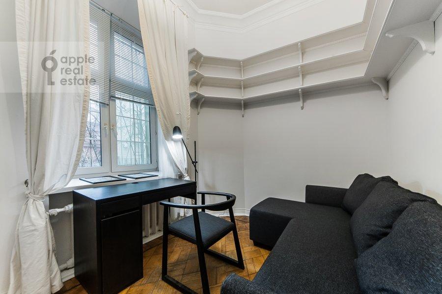 Детская комната / Кабинет в 3-комнатной квартире по адресу Малый Козихинский пер. 12
