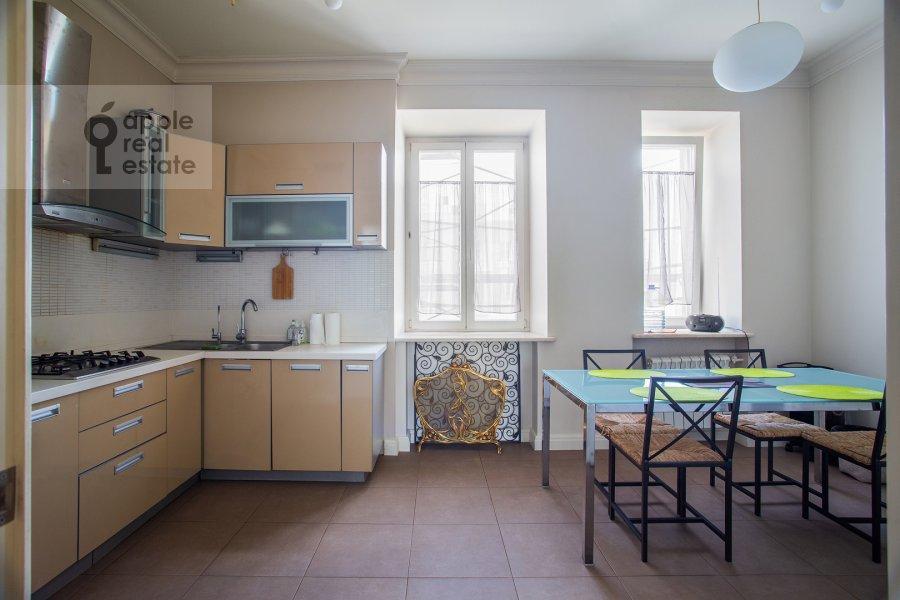 Kitchen of the 4-room apartment at Lavrushinskiy pereulok 17