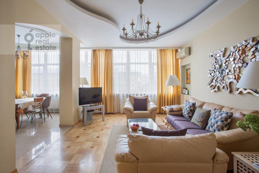 Living room of the 3-room apartment at Leningradskiy prospekt 76k2