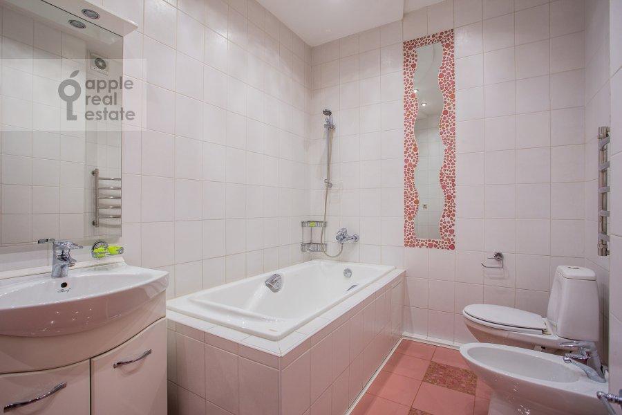 Bathroom of the 3-room apartment at Leningradskiy prospekt 76k2