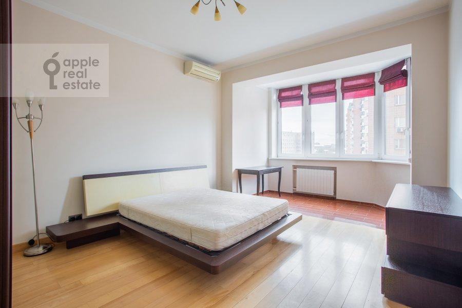 Спальня в 4-комнатной квартире по адресу Зоологическая улица 30с2