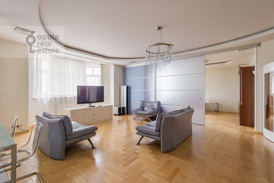 Гостиная в 6-комнатной квартире по адресу Лобачевского ул. 92к4