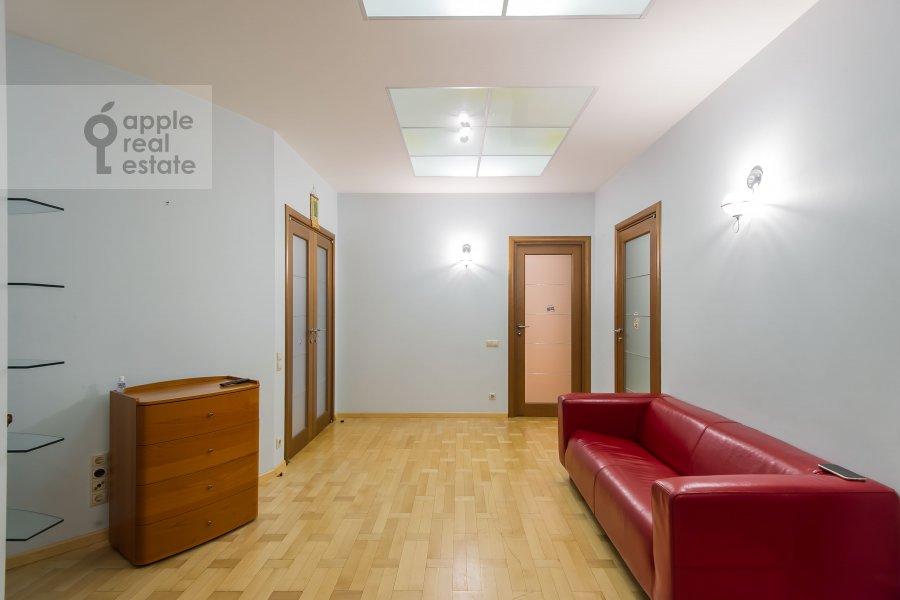 Коридор в 6-комнатной квартире по адресу Лобачевского ул. 92к4