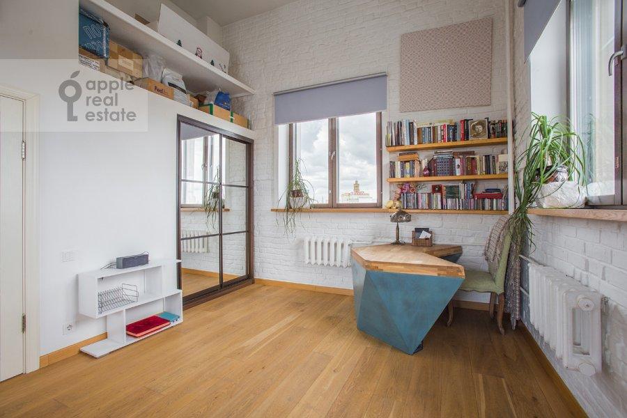 Children's room / Cabinet of the 3-room apartment at Bol'shaya Dorogomilovskaya ulitsa 9