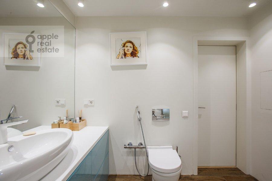 Bathroom of the 3-room apartment at Bol'shaya Dorogomilovskaya ulitsa 9