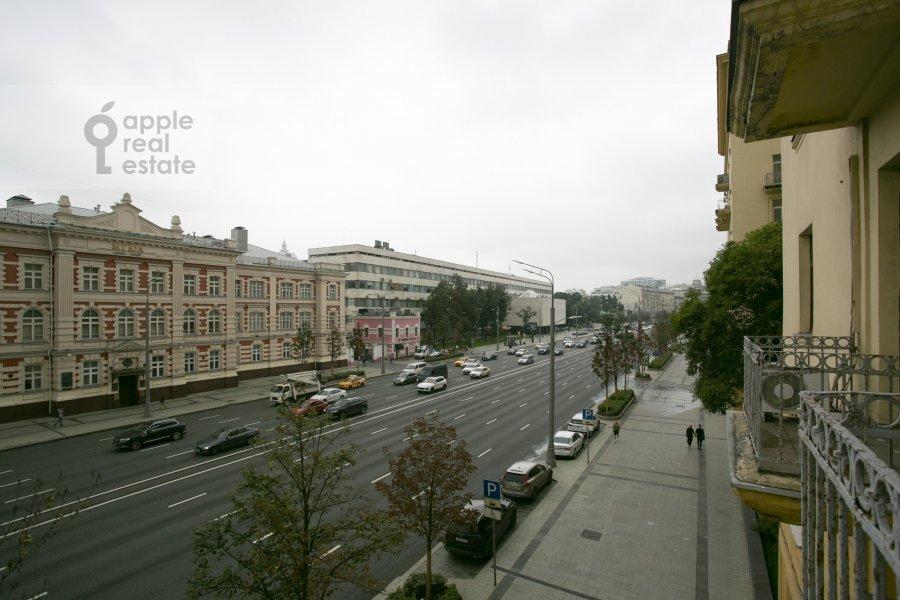 Вид из окна в 4-комнатной квартире по адресу Садовая-Кудринская улица 14/16