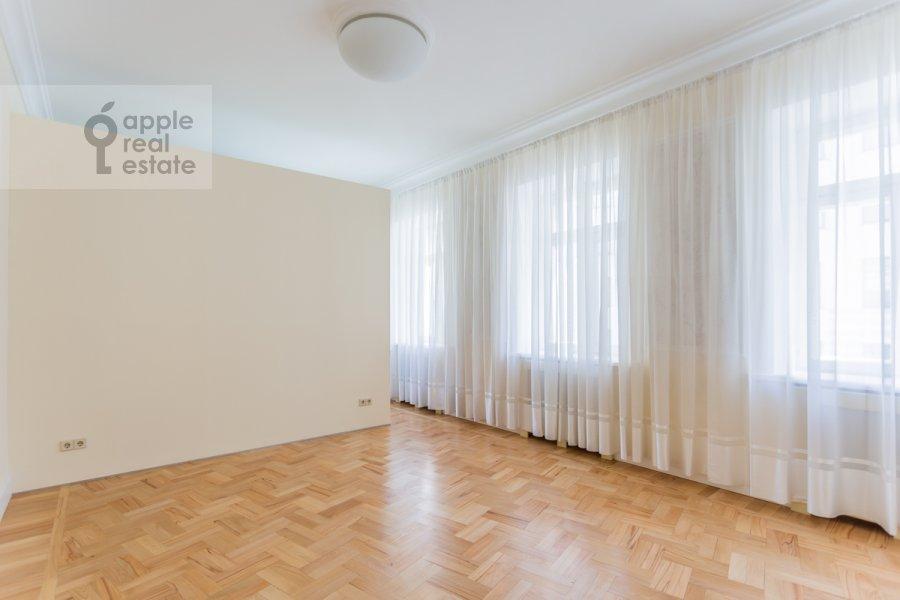 Спальня в 3-комнатной квартире по адресу Филипповский пер. 16