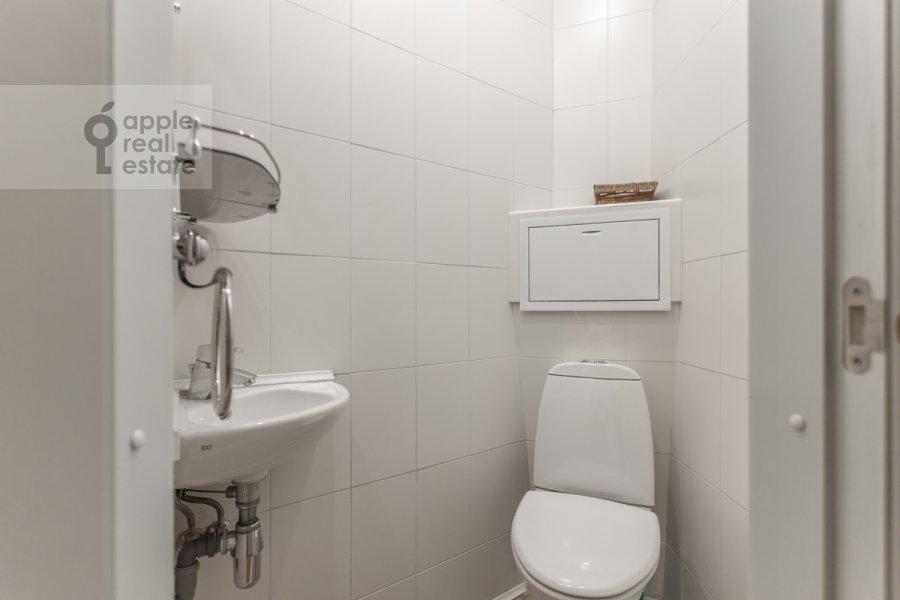 Санузел в 3-комнатной квартире по адресу Филипповский пер. 16