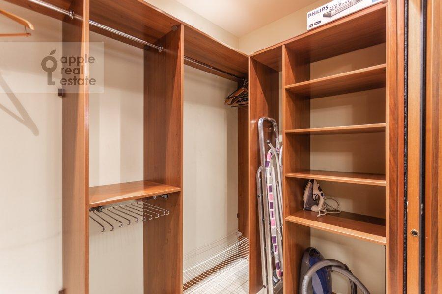 Walk-in closet / Laundry room / Storage room of the 4-room apartment at Udal'tsova ul. 5k3
