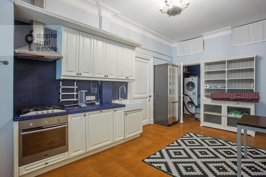 Кухня в 4-комнатной квартире по адресу Брюсов переулок 6