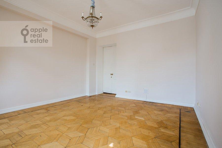 Спальня в 4-комнатной квартире по адресу Брюсов переулок 6