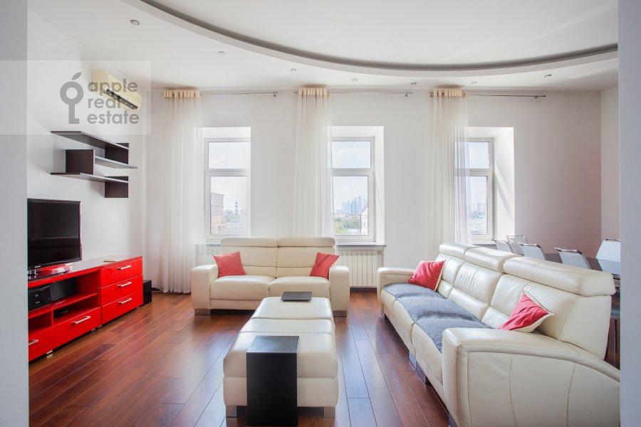 Гостиная в 4-комнатной квартире по адресу Климентовский переулок 6