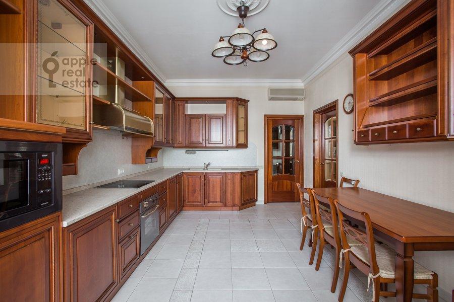 Kitchen of the 4-room apartment at Ostozhenka ul. 25