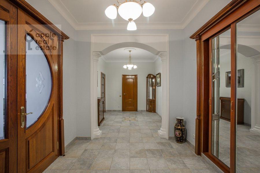 Corridor of the 4-room apartment at Ostozhenka ul. 25