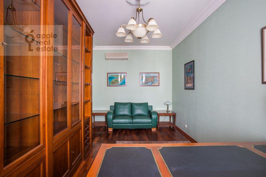Детская комната / Кабинет в 4-комнатной квартире по адресу Остоженка ул. 25