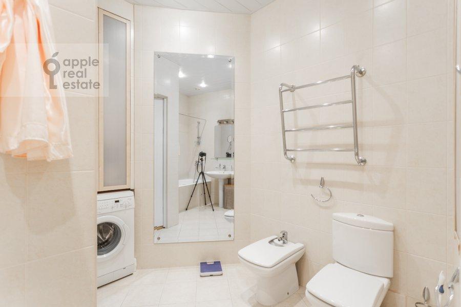 Bathroom of the 2-room apartment at Tarasa Shevchenko nab. 1